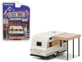 1964 Winnebago Travel Trailer 216 White&Gold 1:64 Diecast Model Greenlight - $14.27