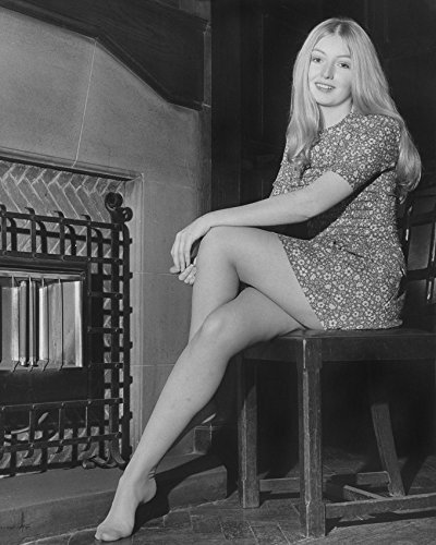 Primary image for Mary Hopkin Barefoot Lovely Pose 1970 Smiling Welsh Singer 16X20 Canvas Giclee