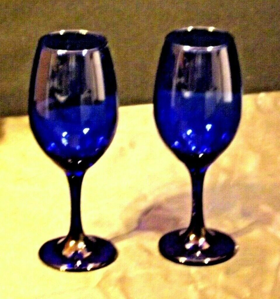 Cobalt Bell Shaped Wine Glass Pair with Trumpet Vase AA19-1461 Vintage