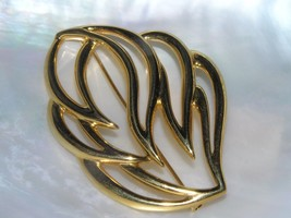 Estate MONET Signed Large Cut-Out Swirly Goldtone Leaf Pin Brooch – mark... - $12.19