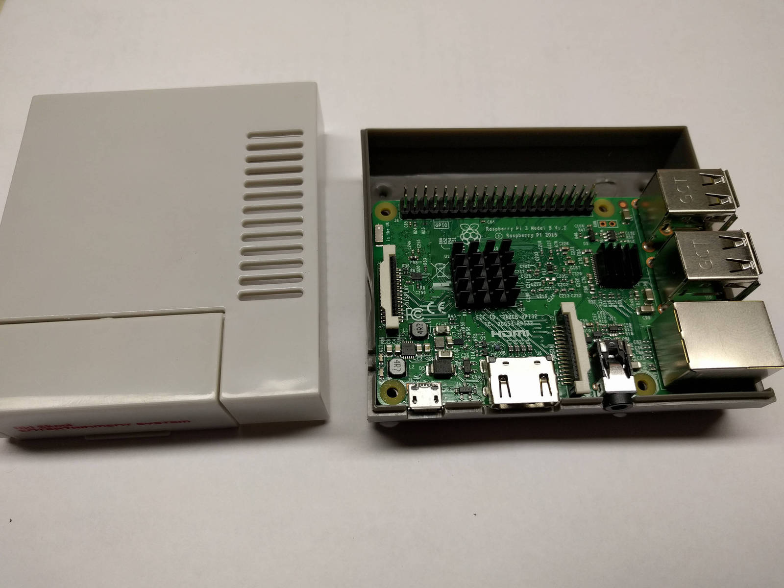 Raspberry Pi 3 Mini Snes & Nes Classic Tribute Retro Gaming 64GB w/ Controller.