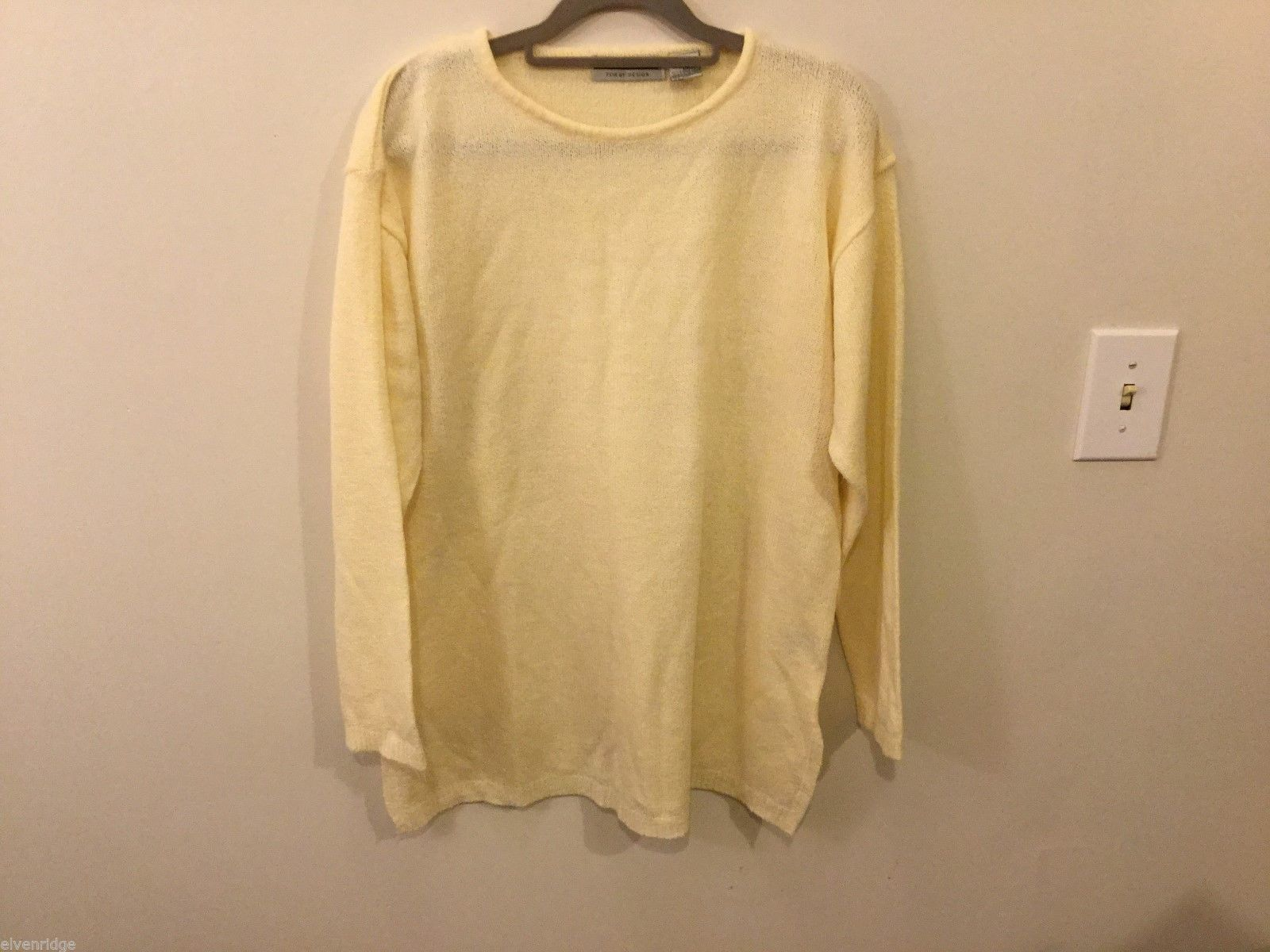 Womens Carolyn Taylor Cream Colored Sweater, Size Large