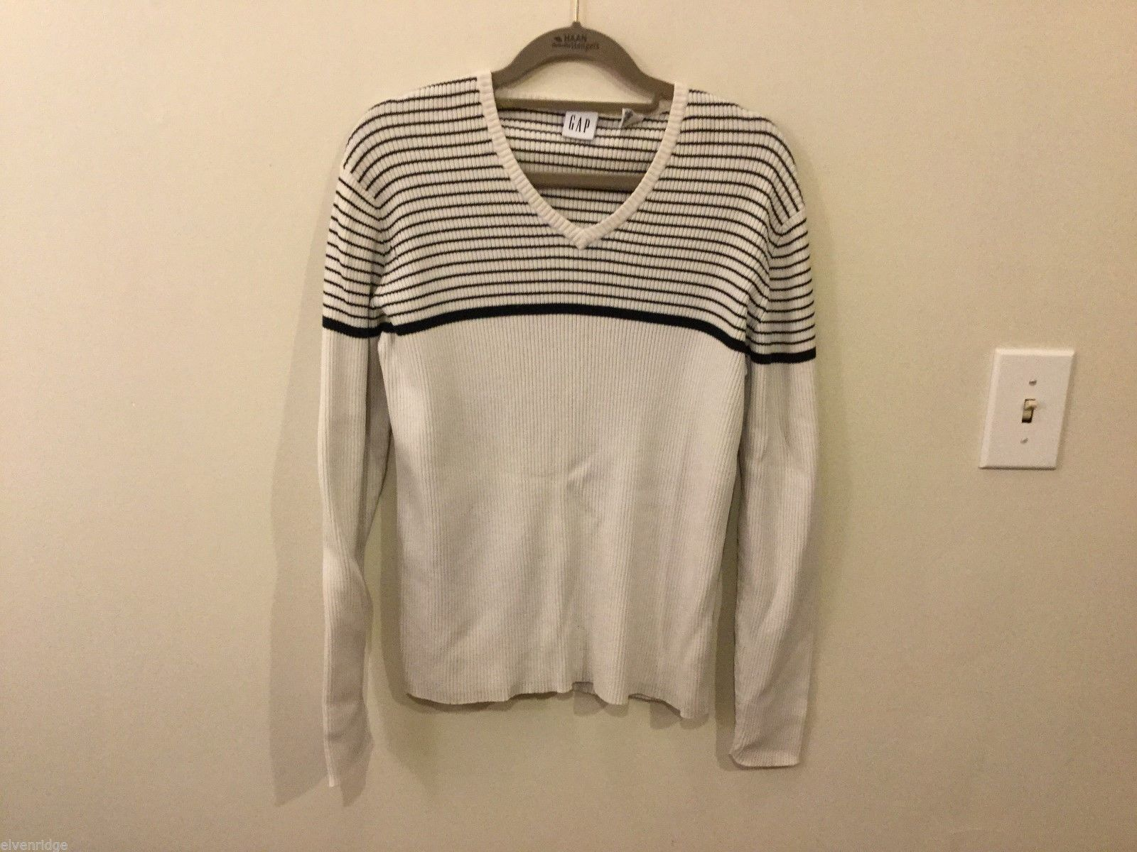 Womens GAP White w/ Black Stripes v-neck Sweater, Size XL