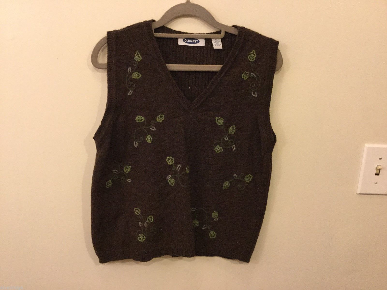 Womens Old Navy Brown Sweater Vest of Design, Size XL