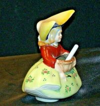 Dutch Girl Made in Occupied Japan hand-painted with Shovel AB 304 Vintage image 4