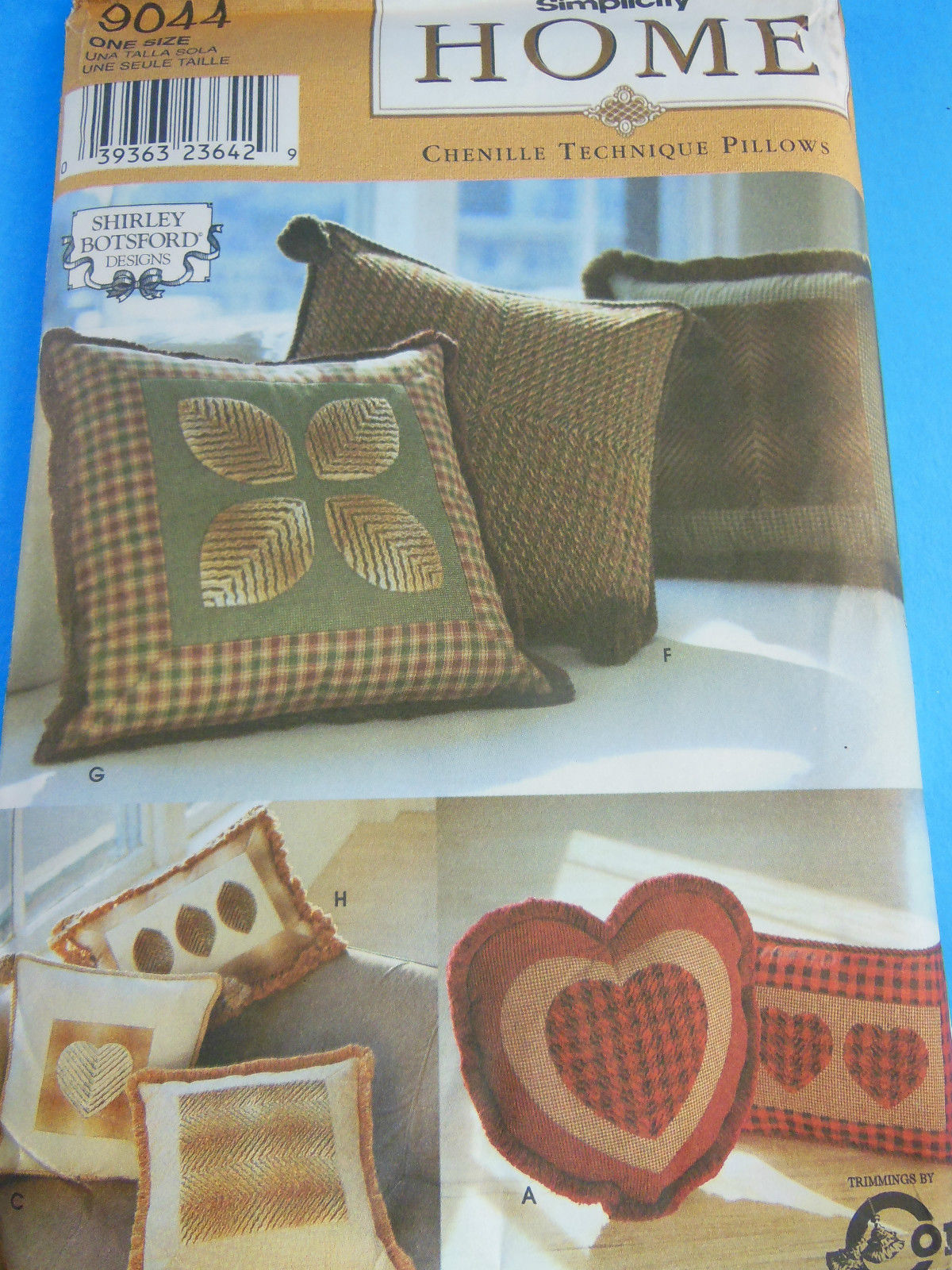 Simplicity 9044 designer Shirley Botsford Pillow Pattern Uncut Factory Folded