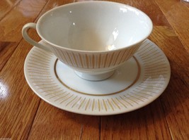 Collection of 18 tea cups and 8 saucers vintage from estate image 6