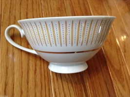Collection of 18 tea cups and 8 saucers vintage from estate image 9