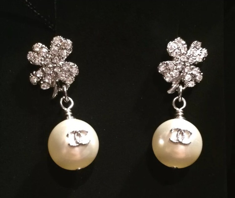 100% AUTH CHANEL CC CLOVER DANGLE PEARL DROP CRYSTAL EARRINGS STRASS LIMITED ED