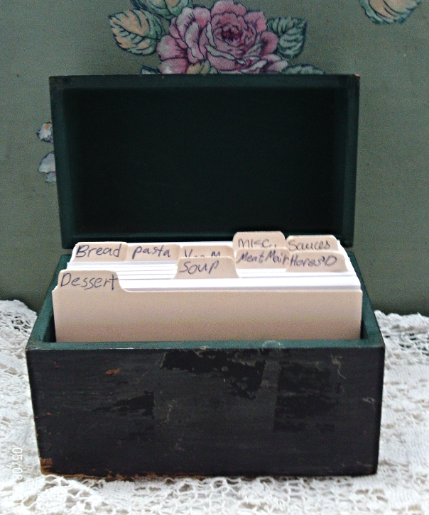 Vintage Rustic Wooden Hand Painted RECIPE BOX // Vintage Kitchenware
