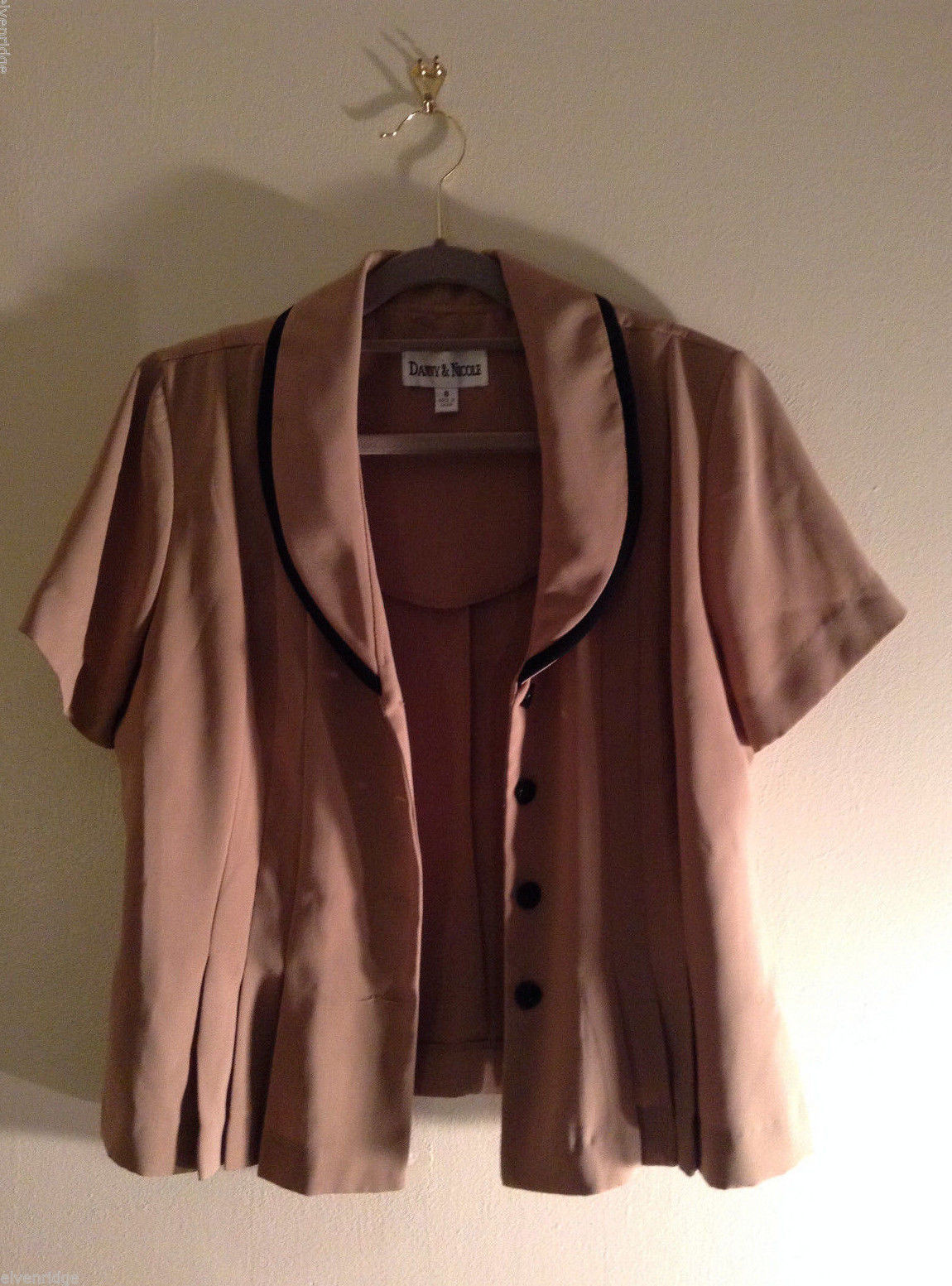 Danny & Nicole Women's Size 8 Suit Separate Top Tan w/ Black Trim, Fitted Darts