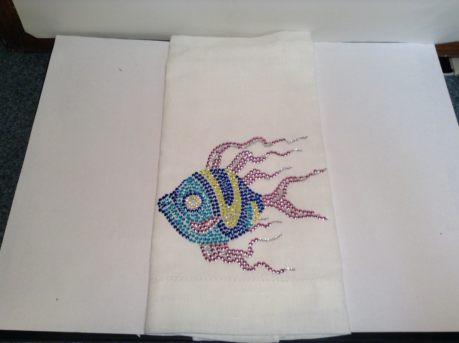 NEW Lyn Dorf White Linen Napkin w Studded Multicolor Fish