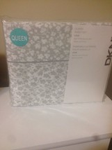 New DKNY Grey Vine Floral Queen Sheet Set 300 TC ~ Grey and White Flower - $78.21