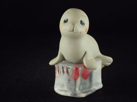 Precious Moments, F0104, Seal-ed With A Kiss, Cross In Heart Mark, 2001 - $39.95