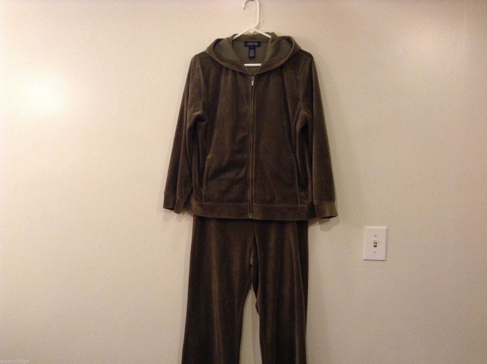 Womes Jones New York Signature Olive Green Spot Hoodie and Pants Set Size M/L