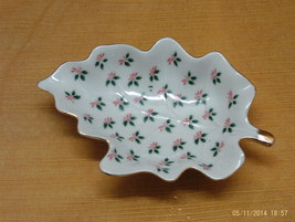 Vintage LEFTON CHINA Hand Painted CHRISTMAS DESIGN Leaf Shaped Trinket Dish - $10.50