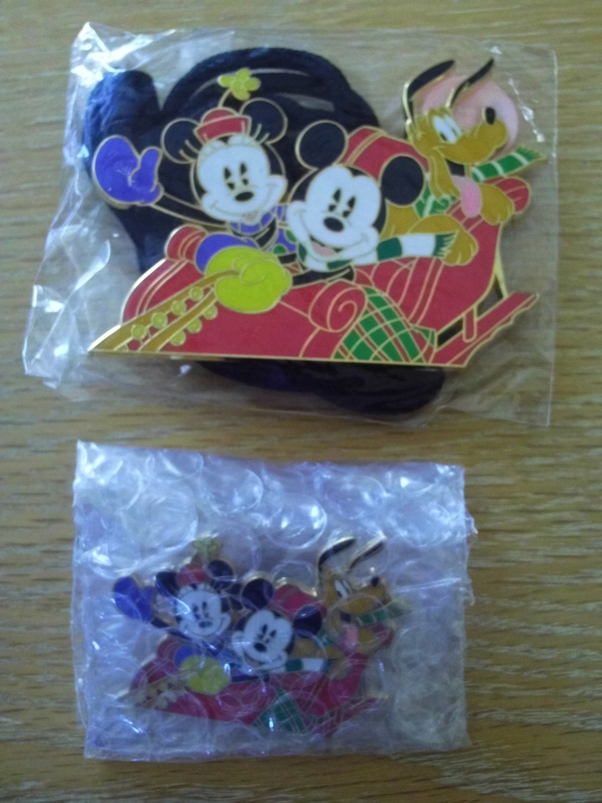 Primary image for NEW 2004 DISNEY/DLR/CAST MEMBER/CHRISTMAS PIN/LANYARD/ID HOLDER/BOLO