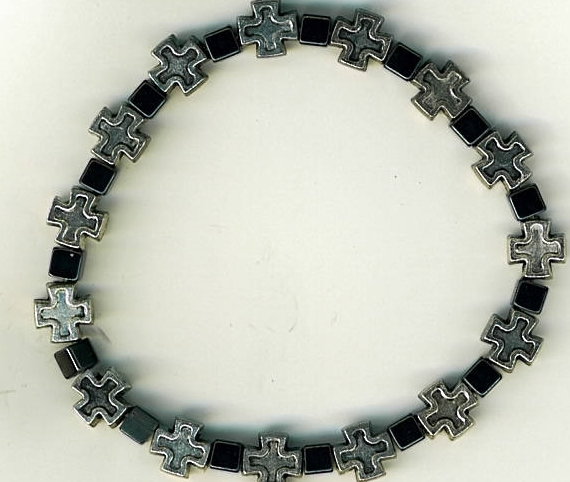 Bracelet square metal crosses with dark gray square beads 3133a 001