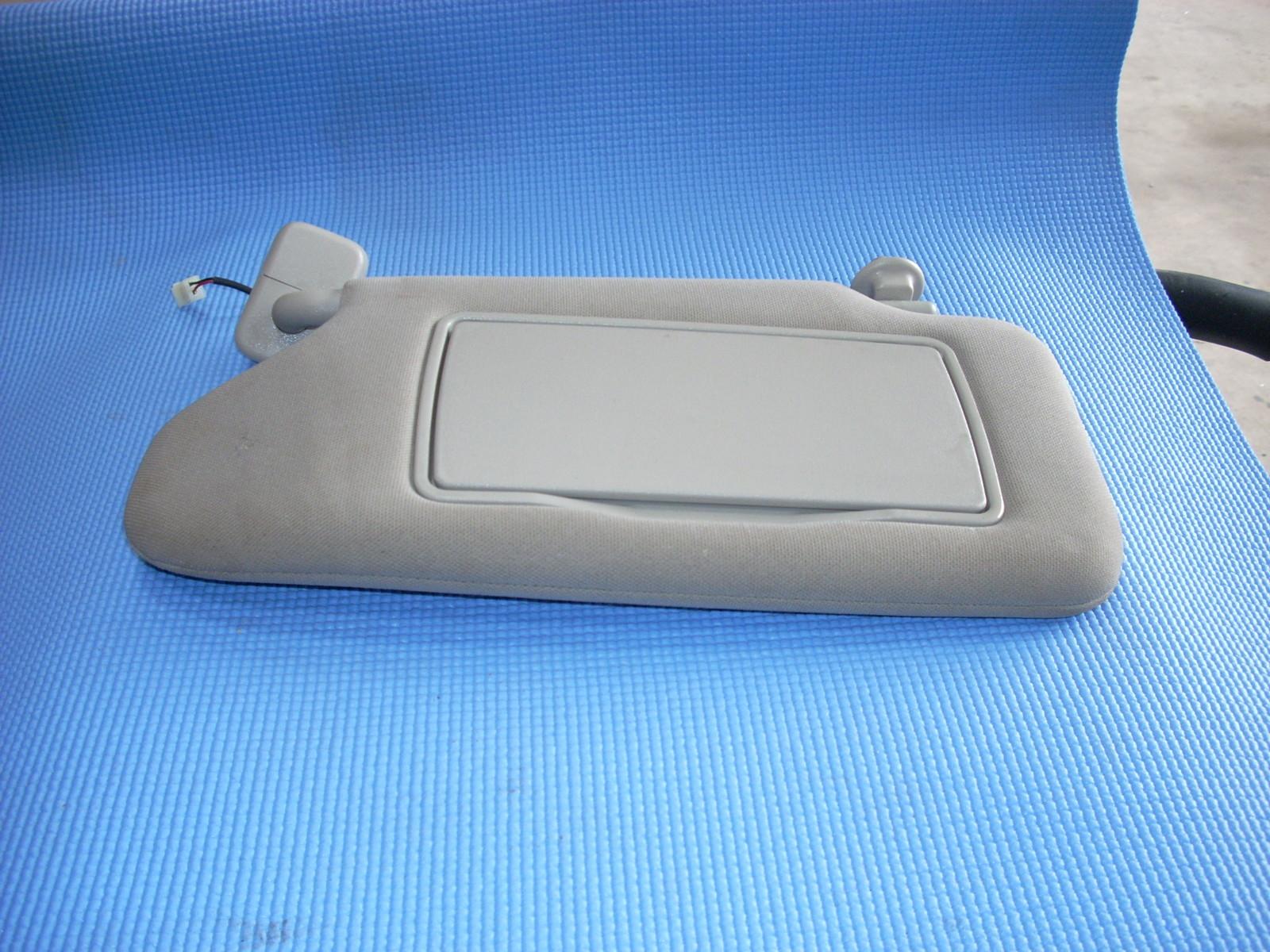 Nissan Altima: Sun visors