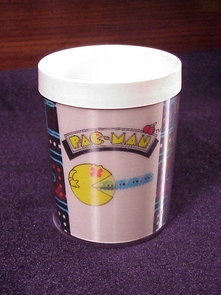 Primary image for 1980 Retro Pac-Man Thermo-Serv Plastic Mug with shifting images, nice shape