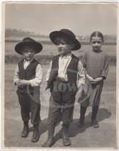 CUTE LITTLE AMISH BOYS & GIRL MENNONITE FARM KIDS VINTAGE OVER-SIZED PHO... - $99.99