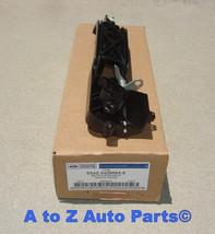 NEW 2002-2007 Ford Focus PASSENGER (RH) Exterior Reinforcement Door Handle,OEM - $49.95