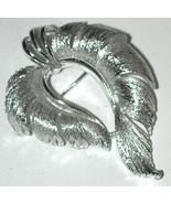 Vintage signed LISNER Pin Brooch Silver-tone - $10.00