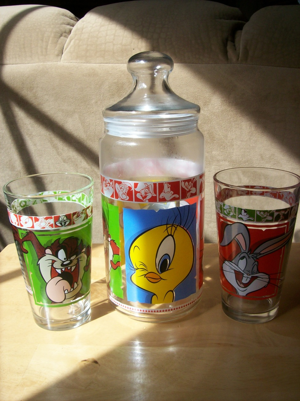 Primary image for Looney Tunes Glass Jar with Lid and Tumbler Glasses