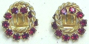 Vintage Red Rhinestone & Gold Tone Entwined Circle Earrings