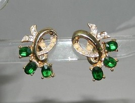 VTG Gold Tone Faux Pearl Green Rhinestone Screwback Earrings - $9.90