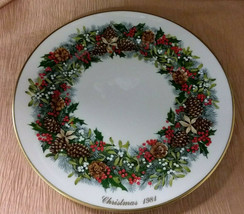 1981 LENOX COLONIAL CHRISTMAS WREATH PLATE VIRGINIA  ANNUAL 1ST SERIES  - $14.99