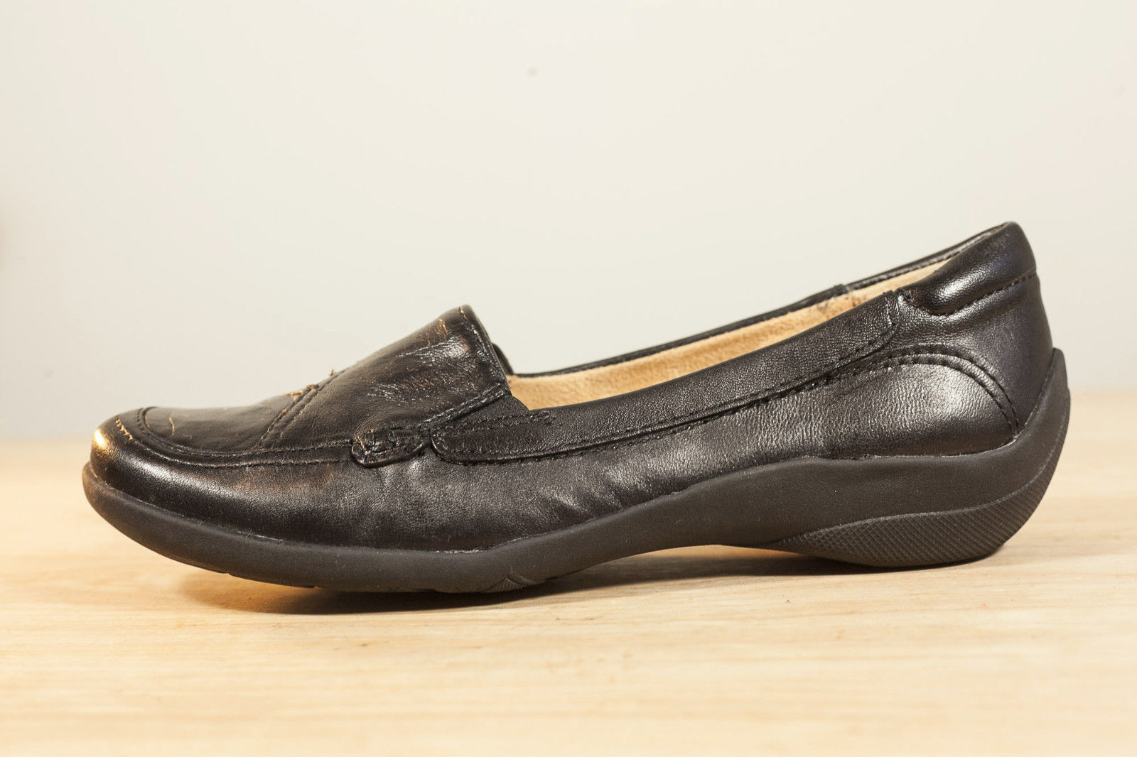 Naturalizer 5.5 Black Leather Loafers Flats Women's Shoes