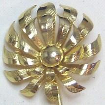 Vintage Gold Tone Daisy Pin Brooch - $13.99