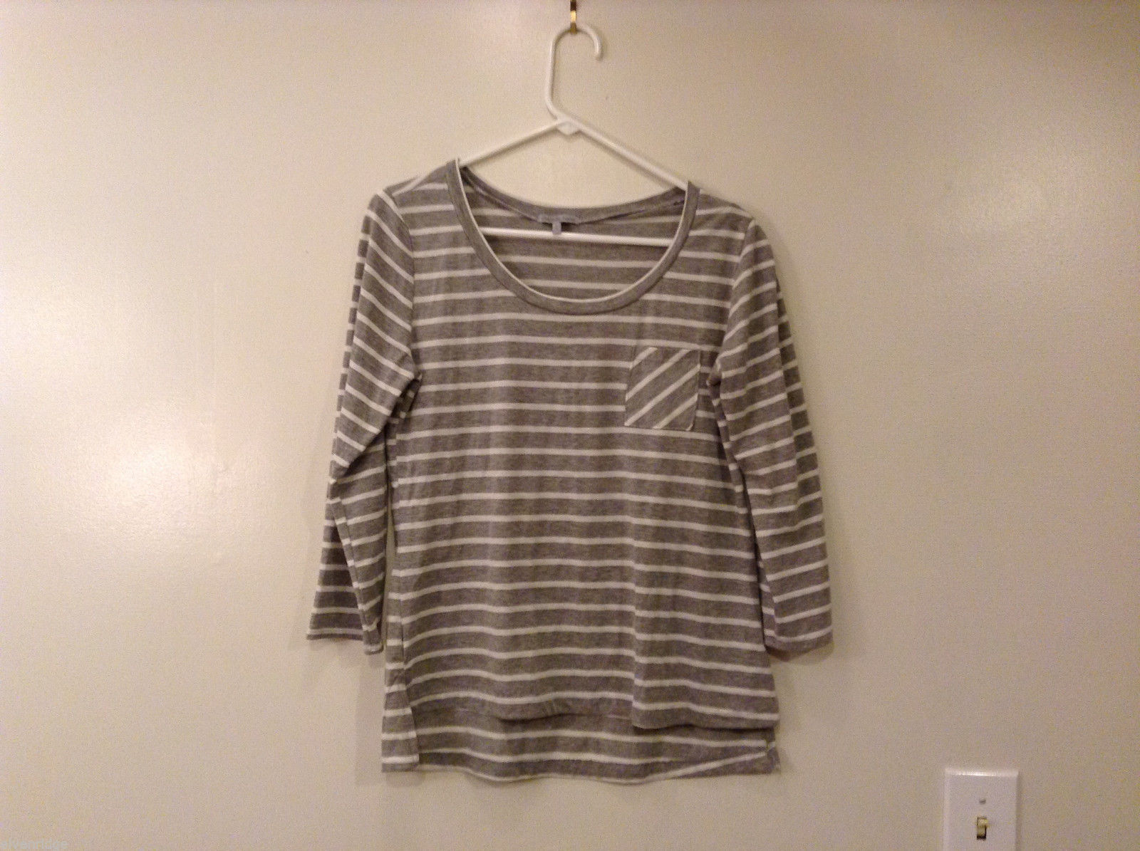 Charlotte Russe Women's Size L T-Shirt Long Sleeves Gray Striped Crew Neck Hi-Lo