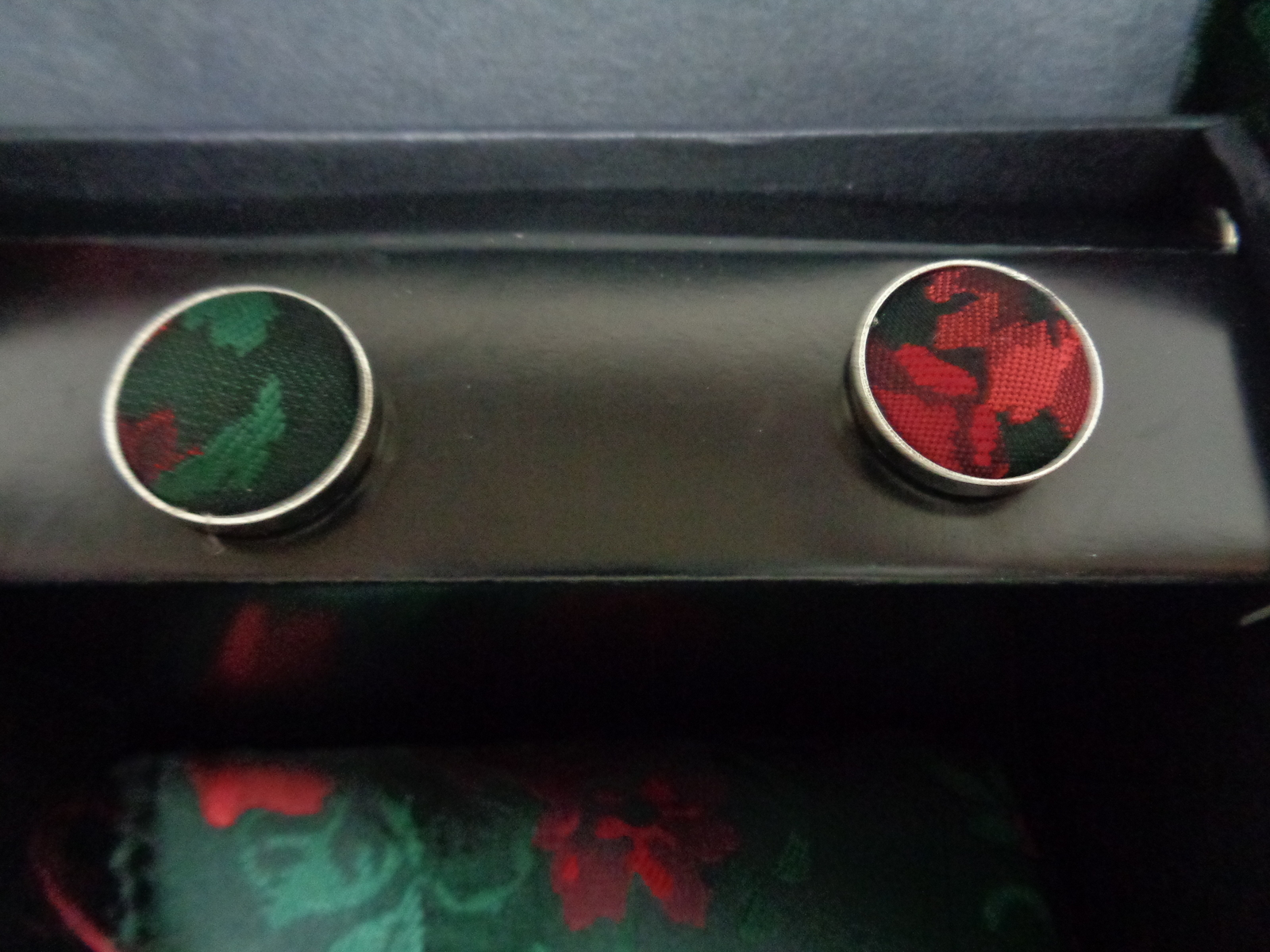 Red Rose Tie Matching Cufflinks Floral Design NWT 100% Silk Free Shipping