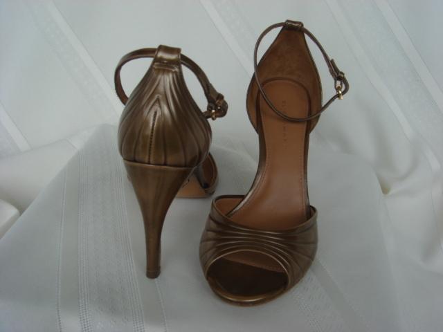 Elie Tahari Brushed Gold Leather Sandals 36.5M - $69.99