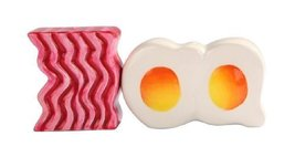Attractives Magnetic Ceramic Salt Pepper Shakers Bacon and Egg - $12.38