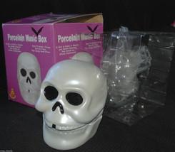 SKULL HEAD - PORCELAIN MUSIC BOX - SPOOKY SOUNDS - Mr. Christmas Mr. Hal... - £18.88 GBP