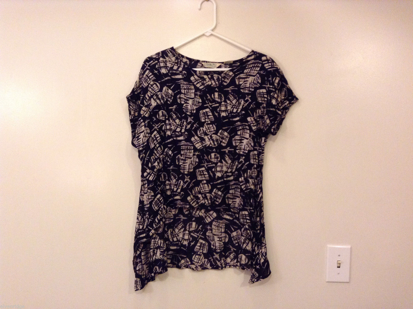 Bila of California Women's Size S Top Black & White Abstract Print w/ Hi-Lo Hem