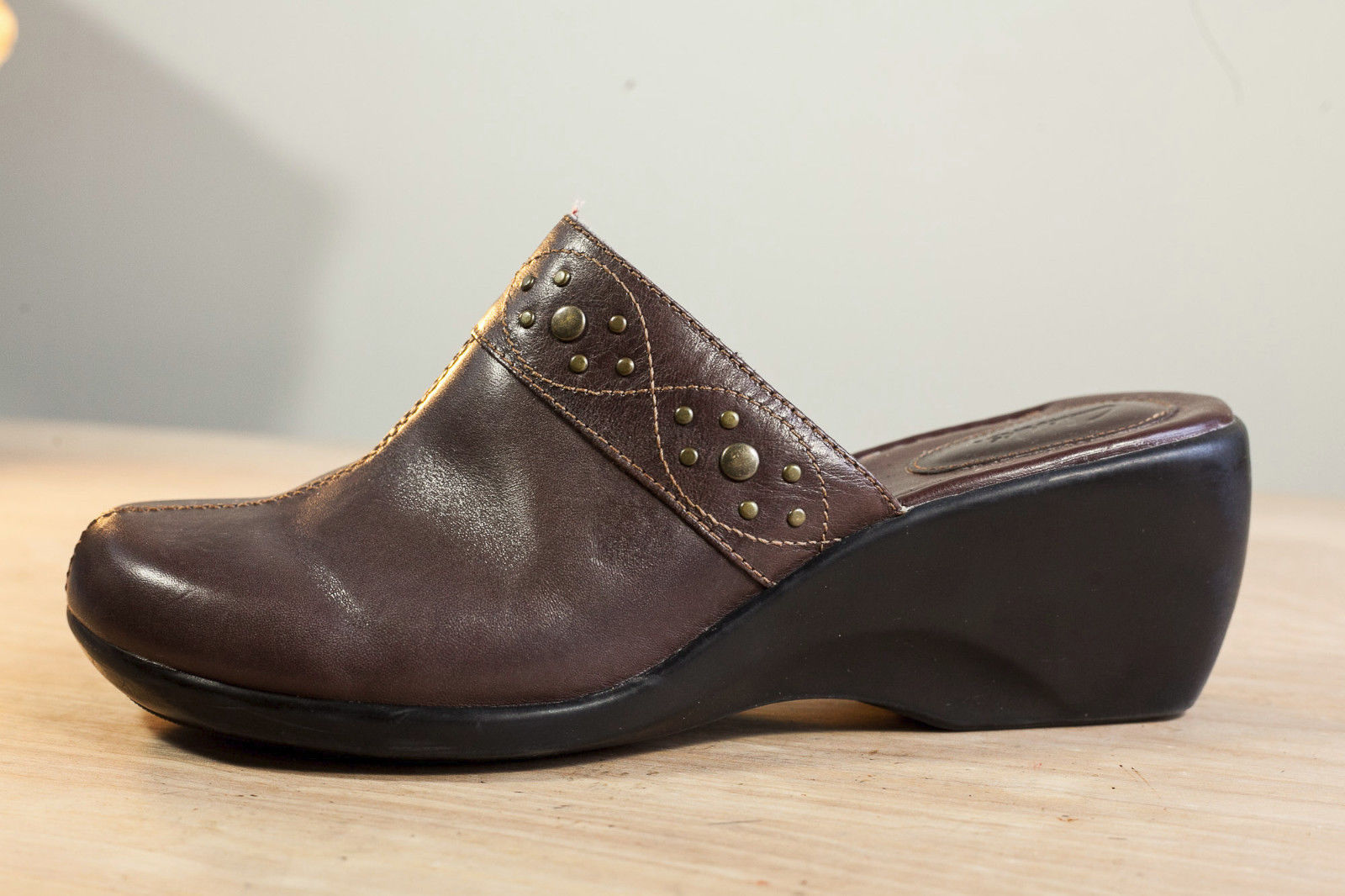 Clarks 9.5 Brown Mules Women's Shoe image 2