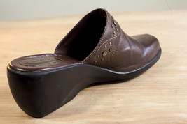 Clarks 9.5 Brown Mules Women's Shoe image 3