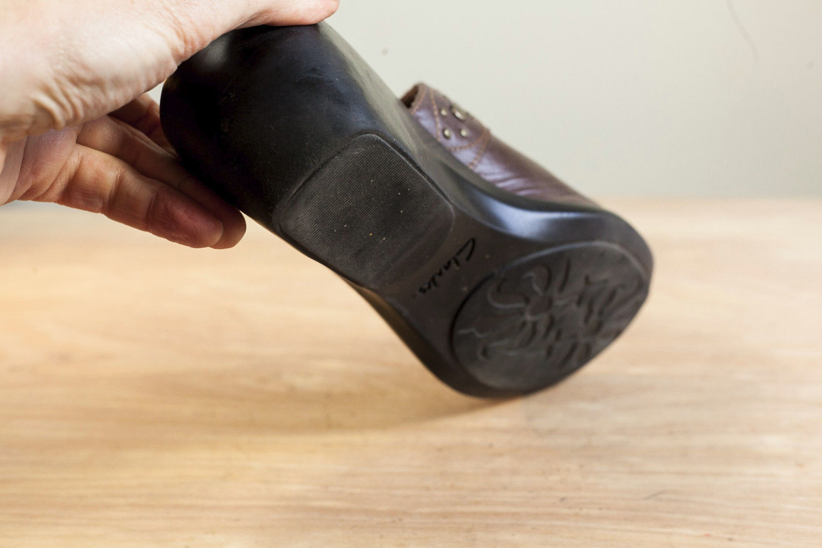 Clarks 9.5 Brown Mules Women's Shoe image 5