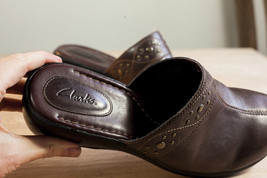 Clarks 9.5 Brown Mules Women's Shoe image 9