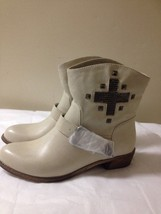 Women's Off White Cross Detail MIA Boots Size 9 New - $29.69