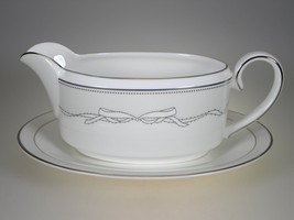 Vera Wang By Wedgwood Love Knots Gravy & Liner 2 Pc New With Tags England - $56.06
