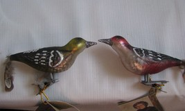 Lot of 2 Clip On Bird mercury glass Xmas ORNAMENTS Feather Tail Red Gree... - $18.80