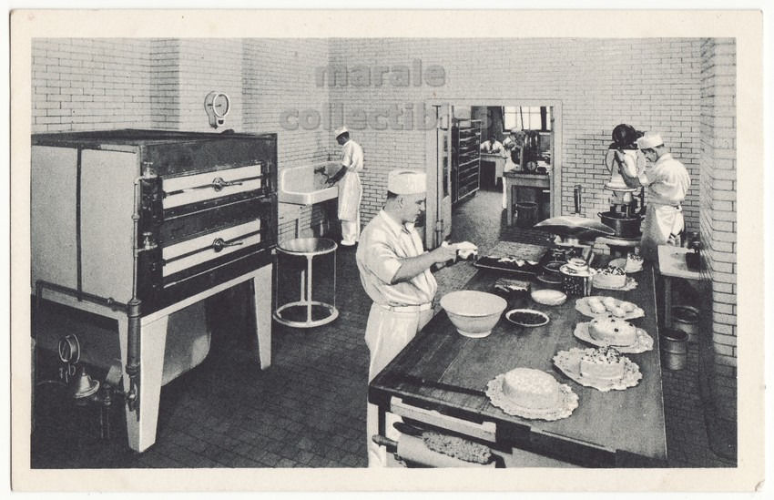 Chicago IL Swift & Company Meat Factory Research Bakery c1950s postcard L8284 - $4.55