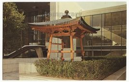 New York City United Nations Building ~ Peace Bell Pagoda  C1960s Postcard - $2.71