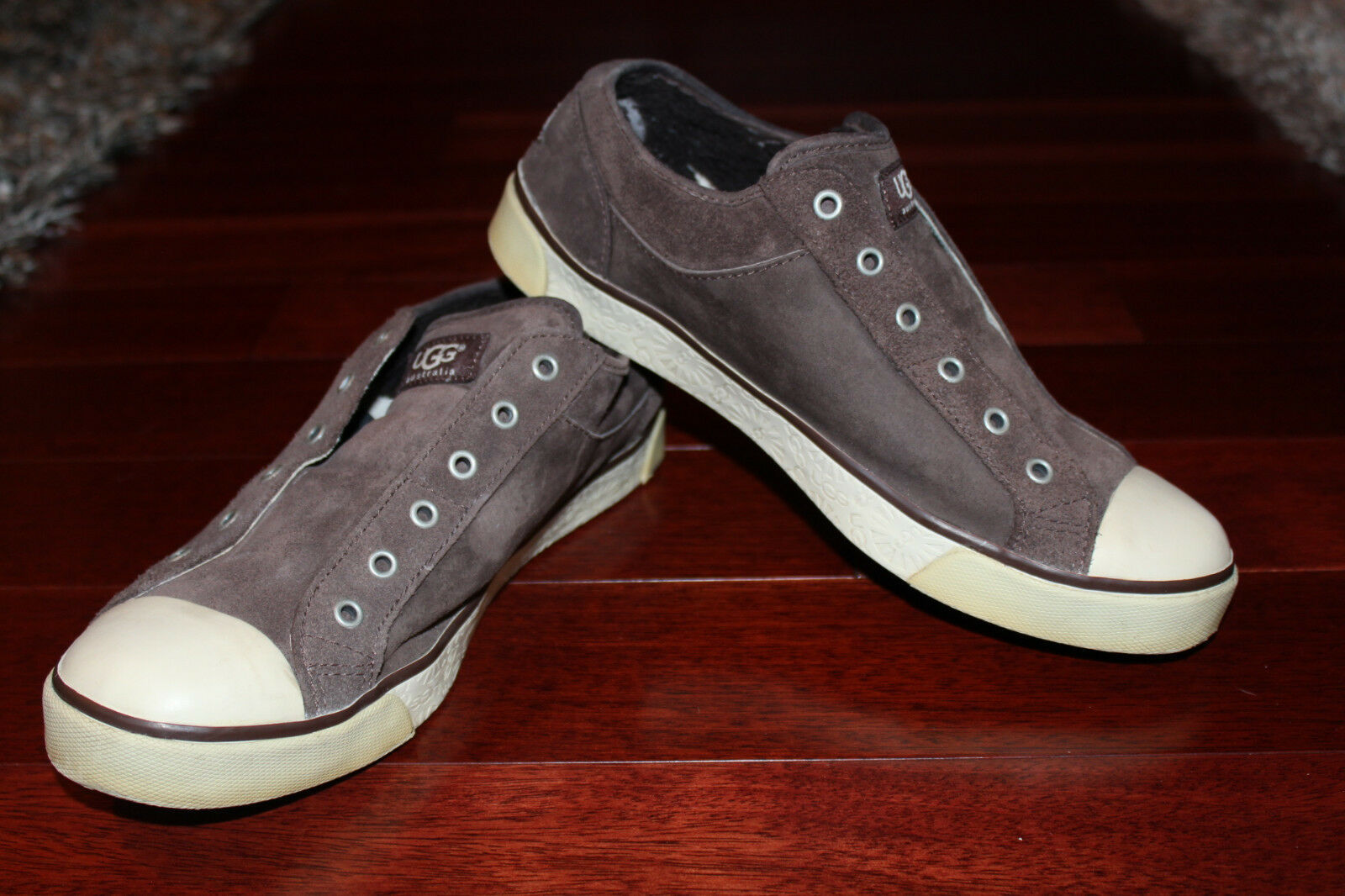 UGG LAELA Suede Brown Sneakers  sz 9.5
