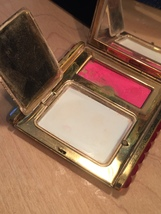 40s KLIX gold squeeze-open makeup compact image 6